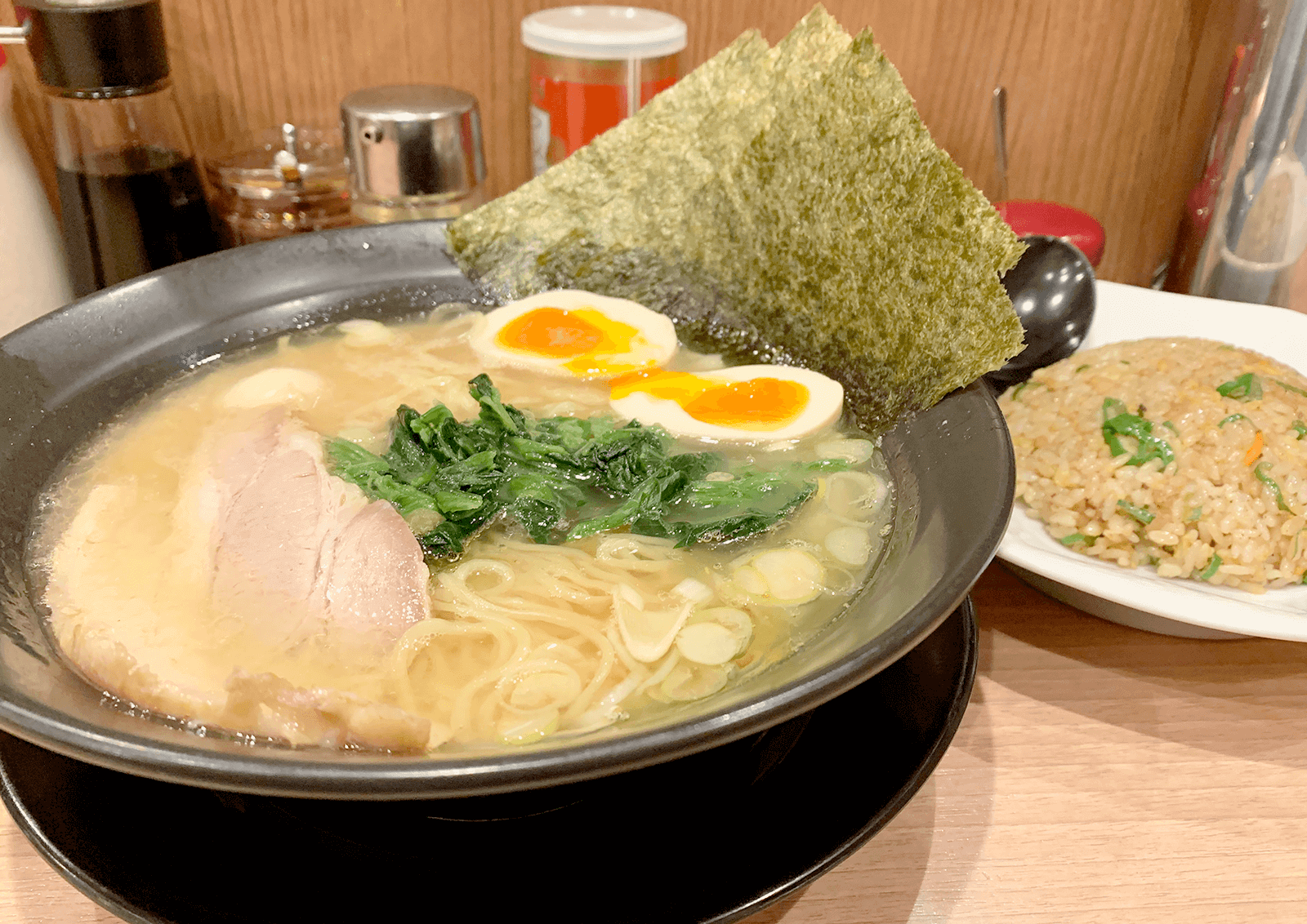 麺屋 昴 新大阪店 とんこつ醤油らーめん+半炒飯セット