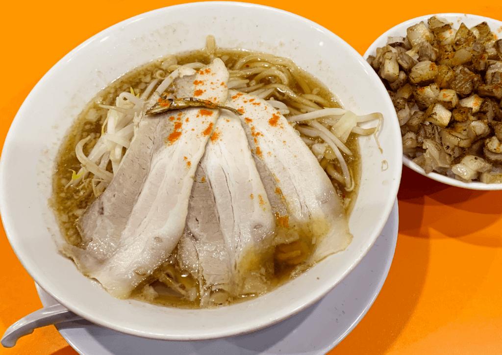 にぼ次朗 新大阪店 にぼ太麺一朗半(150g)野菜背脂たれ普通と刻みチャーシューご飯